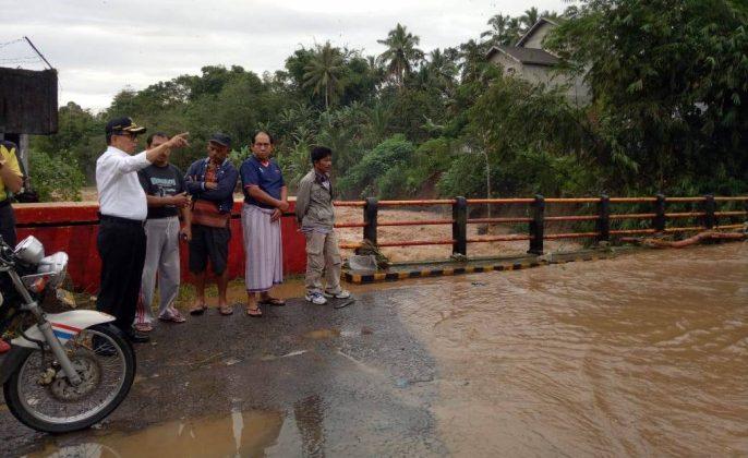Bupati pantau banjir