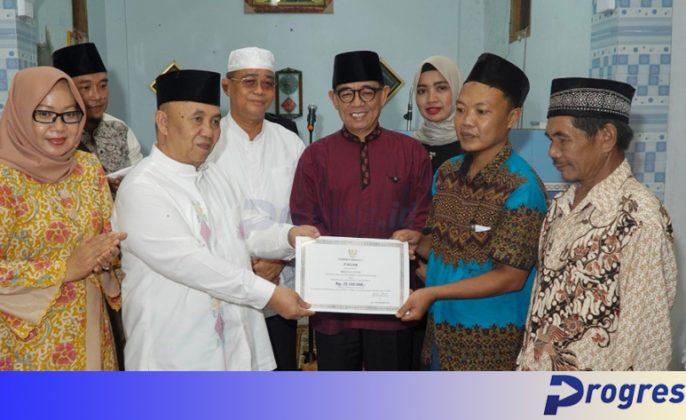 Sekdaprov Bengkulu memberikan bantuan