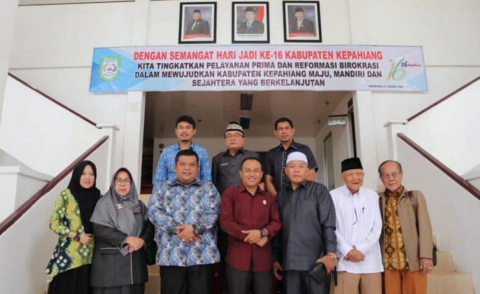 Pimpinan DPRD berfoto dengan DPRD