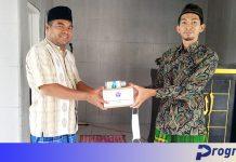 Bantu Tekan Pandemi, PWI Kepahiang Bagi Masker ke Jemaah Masjid