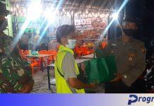 Terimbas PPKM, TNI-Polri Bagikan Bansos ke Pedagang Kaki Lima dan Jukir